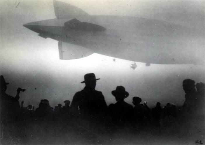airship-silhouette